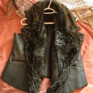 Maurices brand// faux fur & faux leather vest// XL